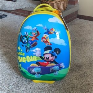 Mickey Mouse kids suit case good condition